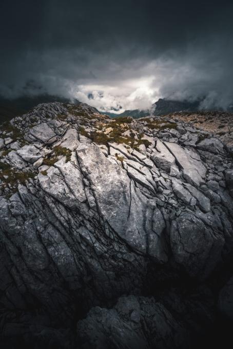 Rüfikopf Felsen 454x680 - Lech-Zürs am Arlberg